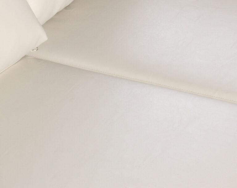 Sofa 2 cuerpos Monaco Cuero PU Clean Color Marfil detalle