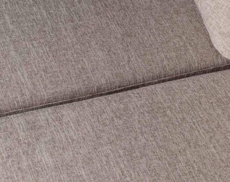 Sofa seccional izquierdo Inside antimanchas arena personalizado con patas metalicas detalle
