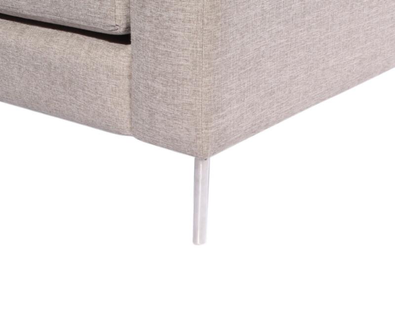 Sofa seccional izquierdo Inside antimanchas arena personalizado con patas metalicas detalle pata de metal