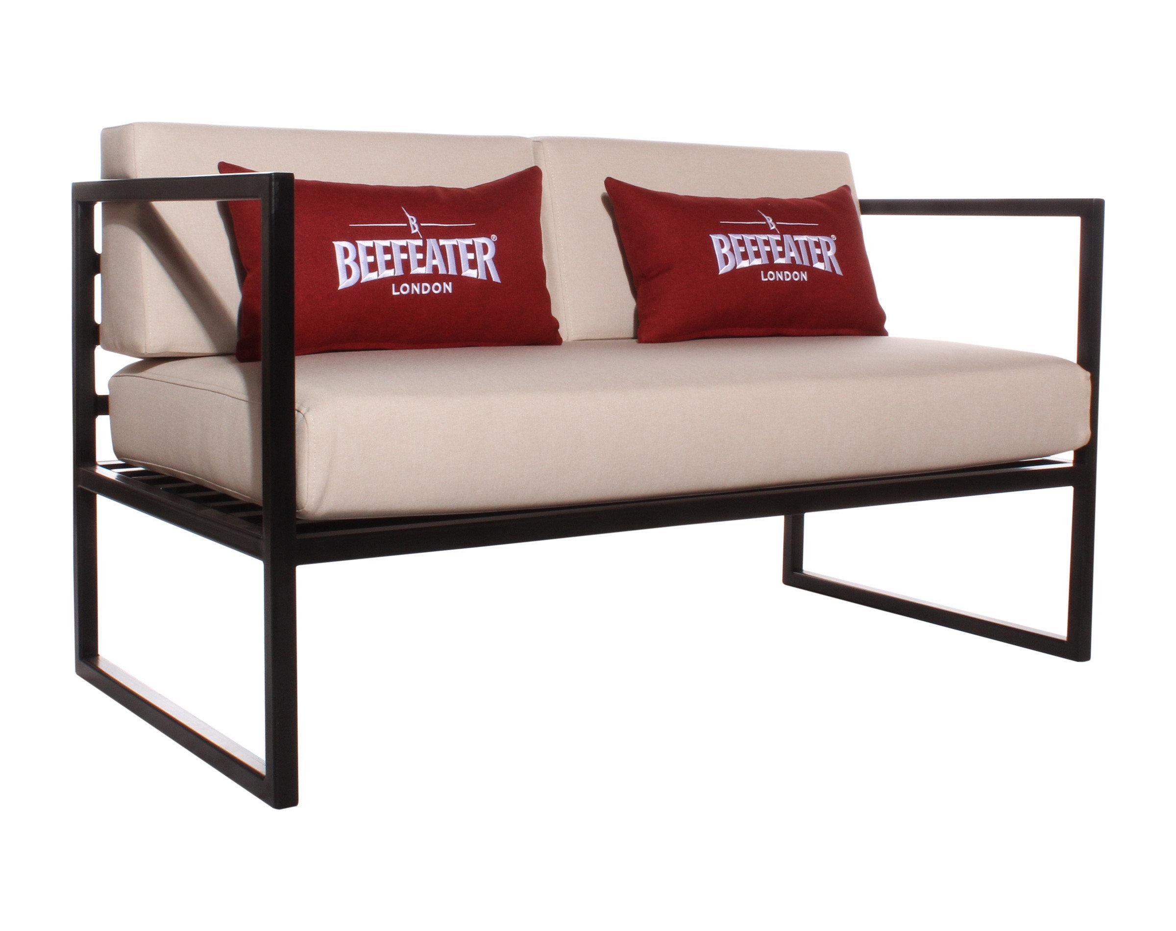 Sofas con estructura metalica para terraza de discoteque 2 cuerpos